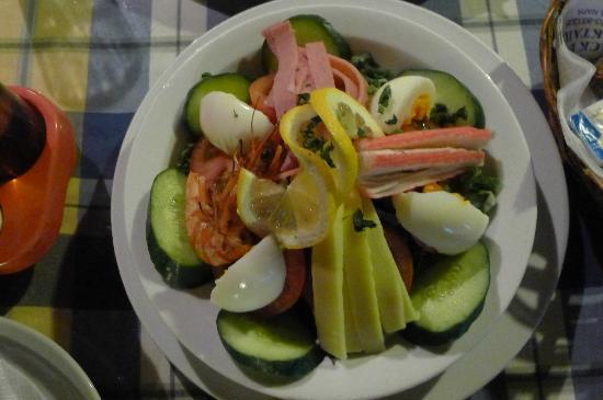 Konnos Bay Hotel Apartments: Salad