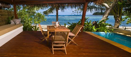 Vale Vale Beachfront Villas: Private deck with plunge pool & day bed