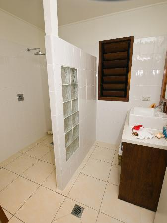Vale Vale Beachfront Villas: Bathroom
