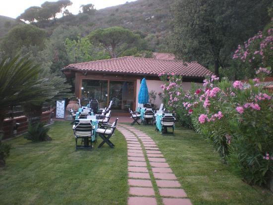 Hotel lo Scirocco : Garden Bar e giardino interno
