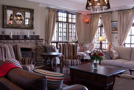 The Bedelle: The Guest Lounge