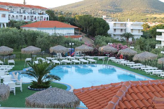 Sonia Village Hotel : The pool