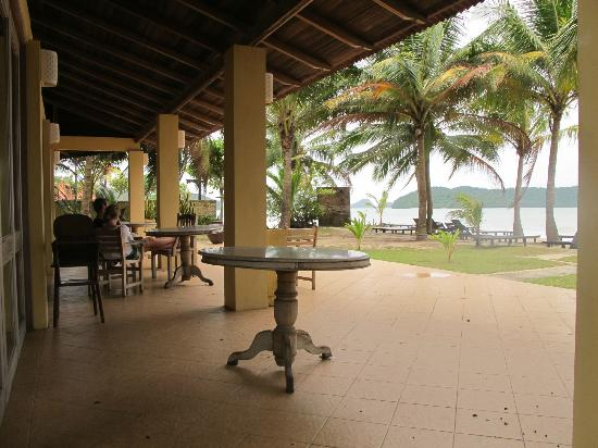 Sunset Beach Resort: Breakfast area near the beach
