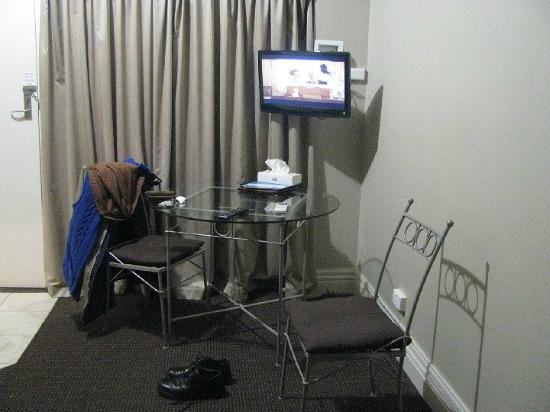The Silver Haven Motor Inn: typical motel room