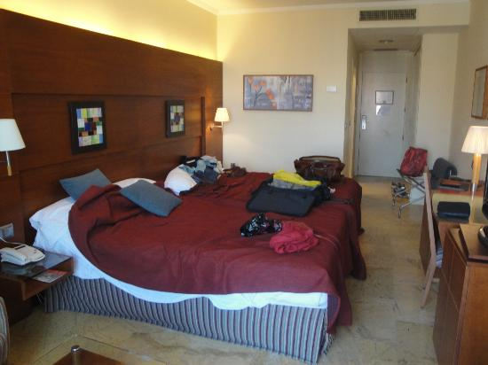 Protur Roquetas Hotel & Spa: very large bed!