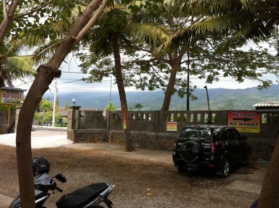 Tanjung Alam Ikan Bakar: car park