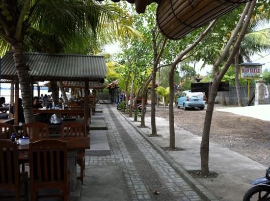 Tanjung Alam Ikan Bakar: Tables along the beach front