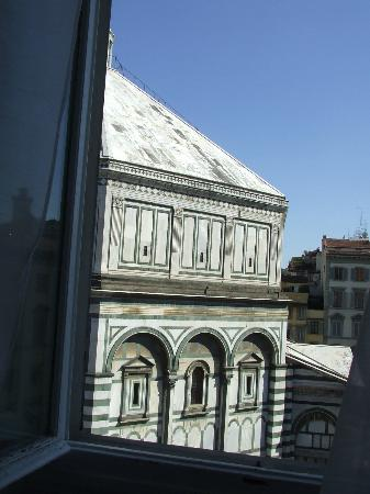 Duomo View B&B: Vista sul battistero dalla camera.