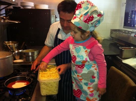 Mattoni Italian Restaurant: kids making their own food