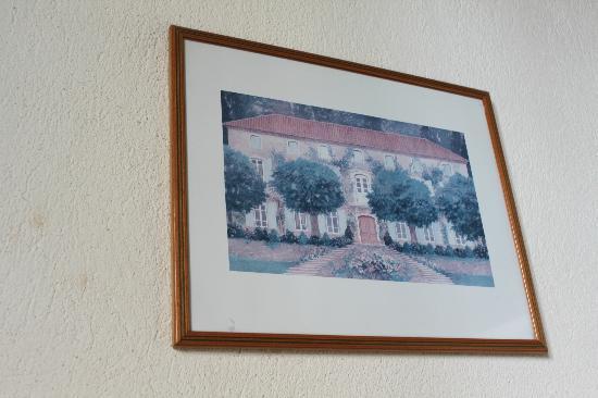 Hotel de Blauvac : Faded print on the wall