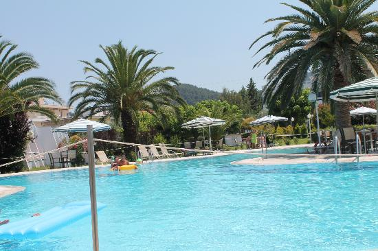 Aethria Hotel: nice swimmingpool and big garden