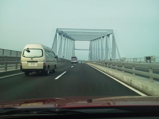 Кото, Япония: 橋の上