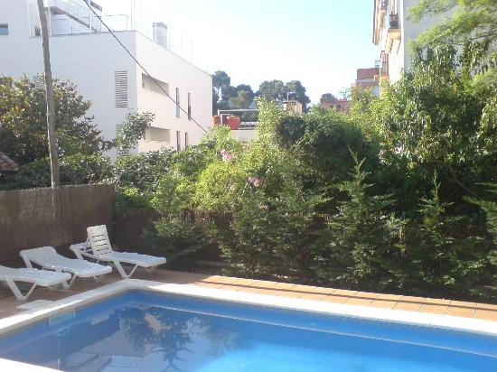 Apartamentos AR Caribe: View from pool