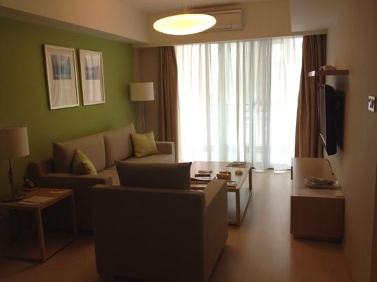 Citadines Zhuankou Wuhan: living room executive 1 bdrm suite
