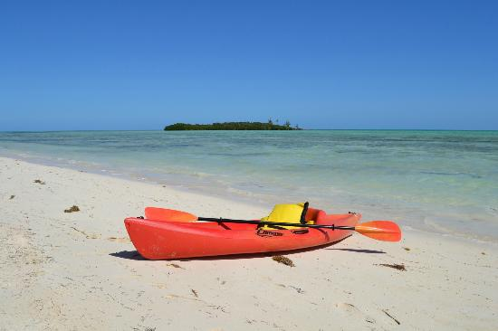 Swain's Cay Lodge: Kayak on the beach