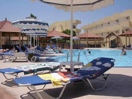 Fantasy Hotel: Down by the poolside at Hotel Fantasy