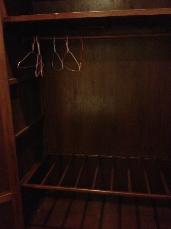 Souphaphone Guesthouse: クローゼットの中