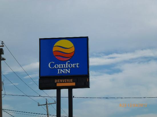 Comfort Inn Levis: Comfort Inn sign