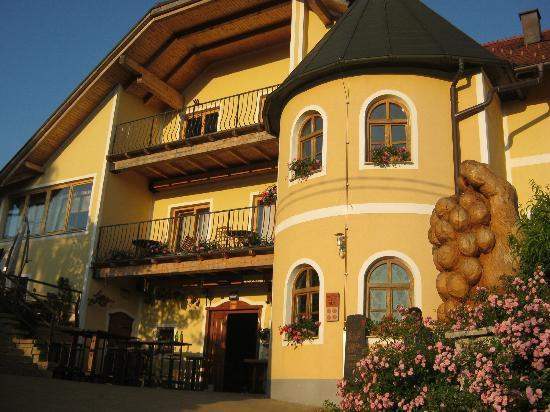 Restaurant in Turisticno Vinogradniska Kmetija Hlebec: front facade