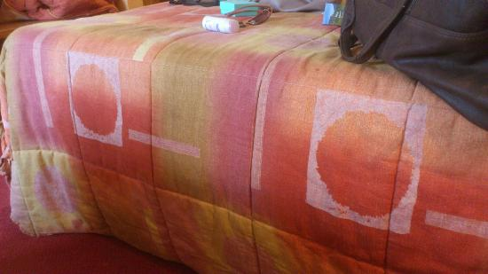 Kilford Arms Hotel : Drag bed linen