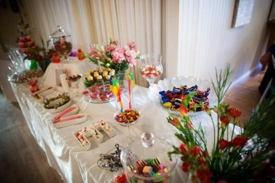 Sylvan Glen Country House: Lolly table at reception