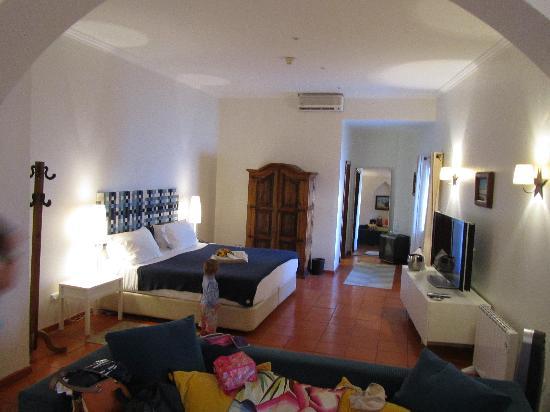 Albergaria do Calvario: Our huge room -- Suite 1