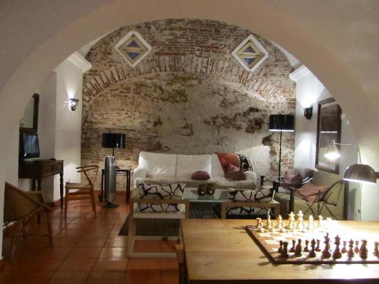 Albergaria do Calvario: Lounge area near entrance