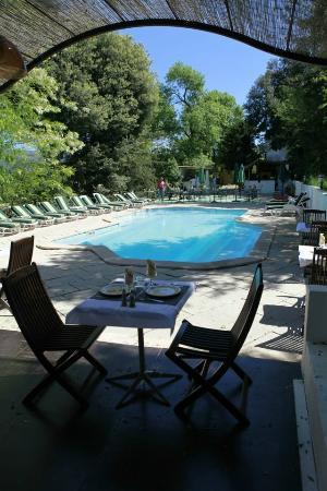 Domaine De La Maillane: restaurant/piscine