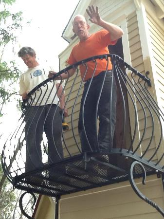 Stone Quarry House: Buzz and Duran Van Dorn, Installing the Tower Balcony