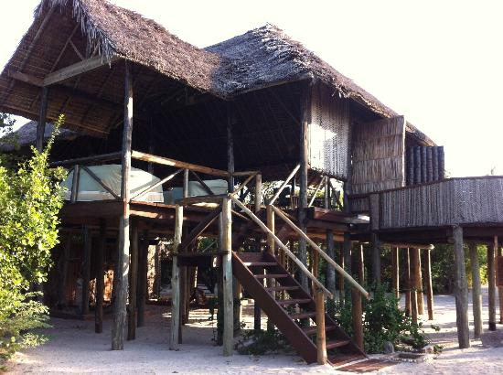 "Simply Saadani Camp: ""All in one"" -Building: Reception, dining and breakfast, bar with views to the ocean"