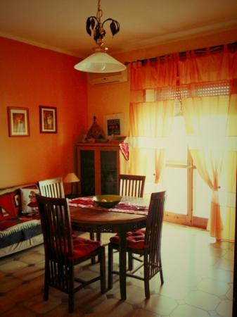 Bed and Breakfast Resta Cu'Mme : sala colazione