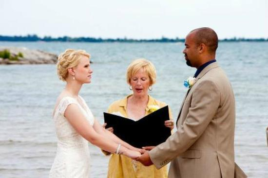 Tawas Bay Beach Resort: Beach wedding view...
