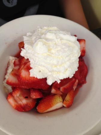 Cristy's Luncheonette: fresh strawberry short cake