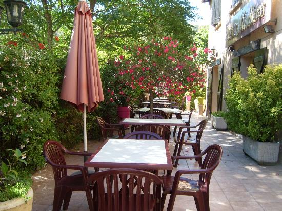 Auberge Les Moulieres: la terrasse