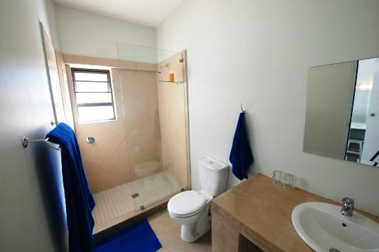 Plett Beachfront Accommodation : En suite Bathroom