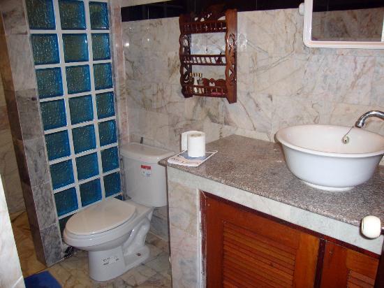 Laguna Beach Club: Garden bungalow - Bathroom