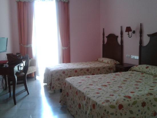 Hotel Las Cortes De Cadiz : habitación exterior ultimo piso