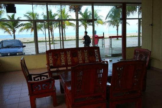 Intan Beach Resort Sdn Bhd: lobby area looking out to sea