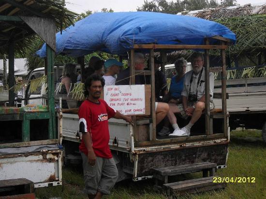 Fenua-ura: Fanning Island tour coach