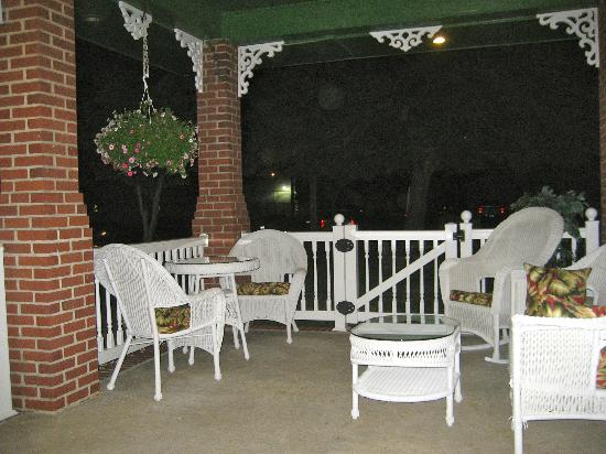 Holly Beach Hotel Bed & Breakfast: Another picture of the porch