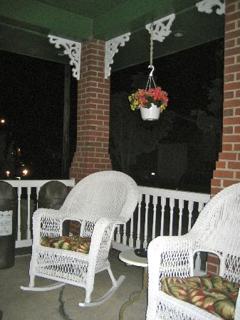 Holly Beach Hotel : B&B Porch