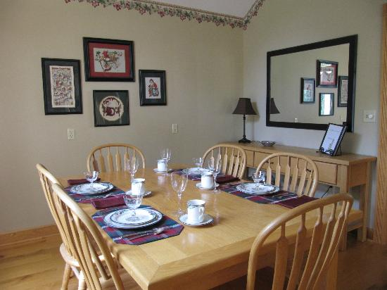 North Bay Bed & Breakfast: breakfast room