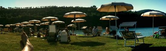 Camping Village Verdefiastra : spiaggia sul lago del verdefiastra