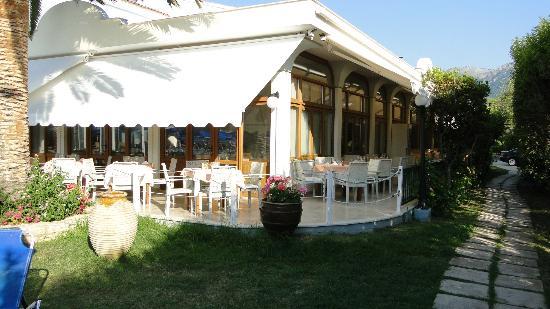 Acharavi Beach Hotel: Essbereich