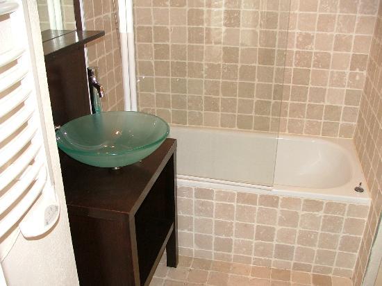Residence Caesar Domus: Salle de bain (appartement)
