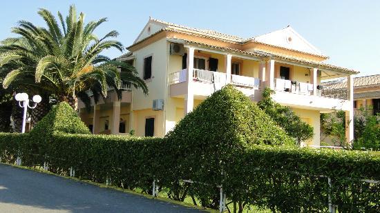 Acharavi Beach Hotel: Wohnbereich