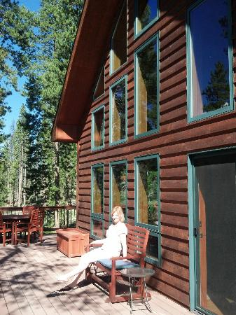 Arctic Sage Bed & Breakfast: Nice porch