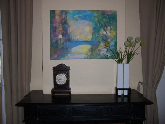 bcn Fashion House : Fireplace mantle, painting and clock in our studio room