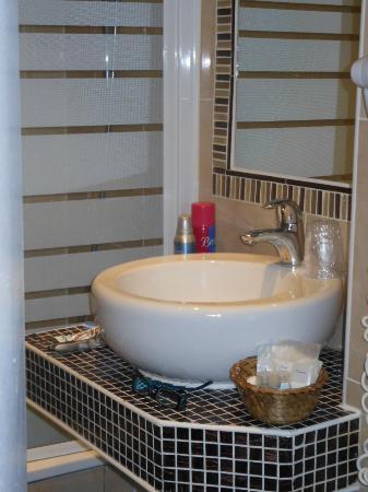 Hotel de Prony : Lovely Bathroom