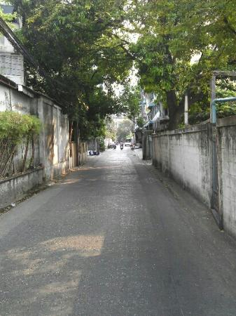 Moeleng Boutique Residence (S2S Boutique): road to main road